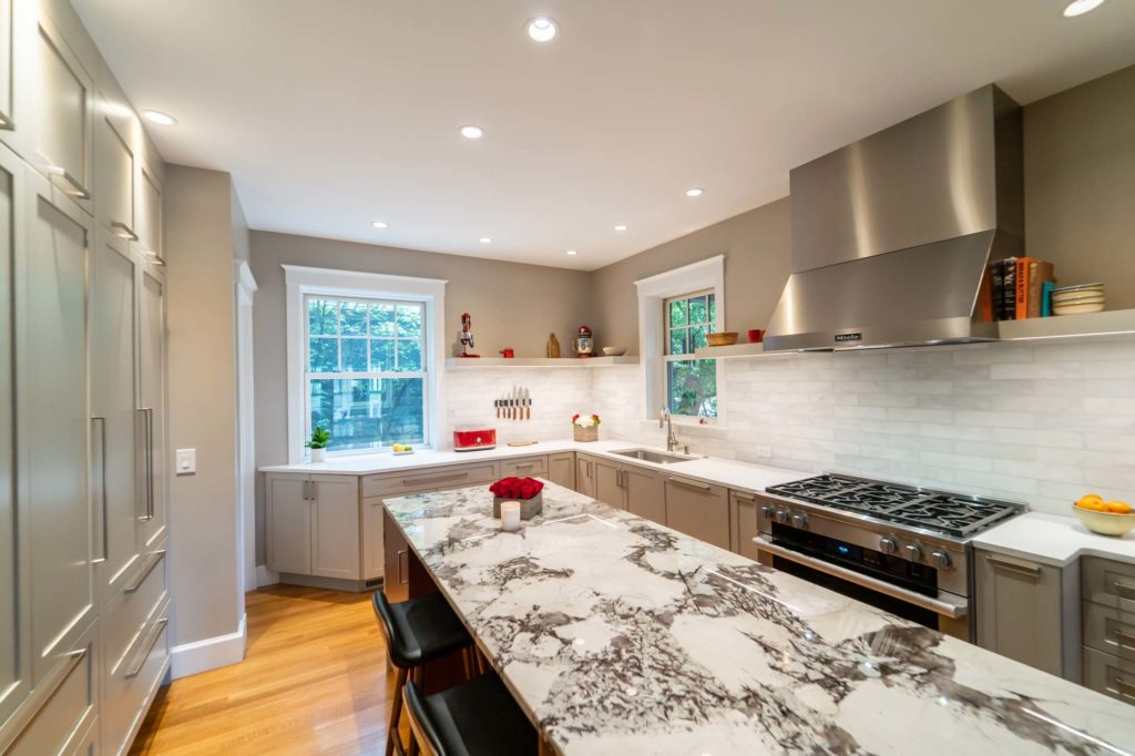 modern kitchen island tile backsplash