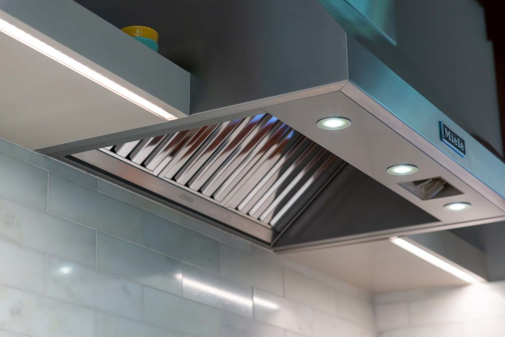 oven fan with built in cabinet lighting